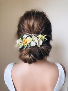 Amzing Shinning Pearls Bridal Hair Comb - Trend Today : Your source for the latest trends, exclusives & Inspirations Floral Wedding Hair, Vintage Wedding Hair, Wedding Hair Flowers, Hair Comb Wedding, Wedding Hair Pieces, Headpiece Wedding, Flowers In Hair, Flower Hair, Wedding Updo