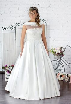 Huge part of wedding dresses for bride are designed for thin women. Plus size women spent on wedding dress searches twice the time. 2016 Wedding Dresses, Bridal Dresses, Wedding Gowns, Trends 2018, Greek Dress, Bridesmaid Dresses Plus Size, Bridal Dress Design, Selfies, Glamour