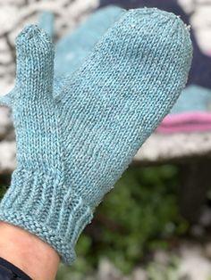 Ravelry: Garnomeras enkla vantar pattern by Maria Samuelsson Mitten Gloves, Fingerless Gloves, Arm Warmers, Ravelry, Knitting, Pattern, Socks, Accessories, Fashion