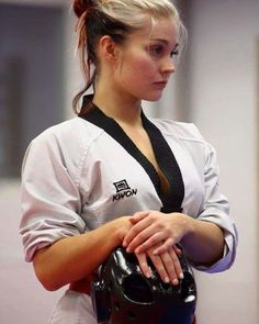 The Effective Pictures We Offer You About mixed Martial Arts Women A quality picture can tell you ma Martial Arts Styles, Martial Arts Women, Mixed Martial Arts, Taekwondo Girl, Karate Girl, Female Martial Artists, Female Art, Viet Vo Dao, Martial Arts Workout