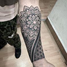 Mandala y flor de la vida Mandala Tattoo Mann, Mandala Tattoo Sleeve, Geometric Mandala Tattoo, Geometric Tattoos Men, Mandala Tattoo Design, Tribal Tattoo Designs, Tattoo Sleeve Designs, Elbow Tattoos, Best Sleeve Tattoos