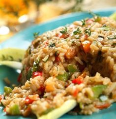 Te proponemos que prepares un delicioso arroz que hará las delicias de tu familia! #Arroz_con_verduras #recetas #platosvegetarianos #arroz #verduras #coliflor #champiñones #guisantes #tomate #zanahoria