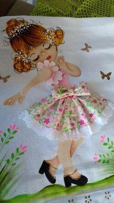 Aplicações e pinturas em bonecas para panos de copa Applique Patterns, Applique Designs, Quilt Patterns, Embroidery Designs, Hobbies And Crafts, Diy And Crafts, Arts And Crafts, Girls Quilts, Baby Quilts