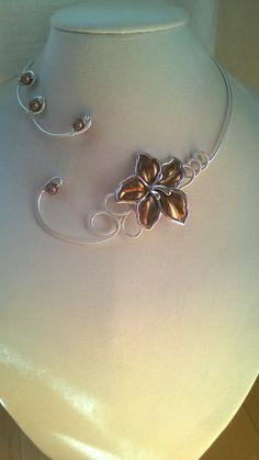 Wedding jewelry Bronze jewelry Alu wire by LesBijouxLibellule Amber Necklace, Wire Necklace, Metal Necklaces, Flower Necklace, Collar Necklace, Flower Jewelry, Wire Wrapped Pendant, Wire Wrapped Jewelry, Wire Jewelry