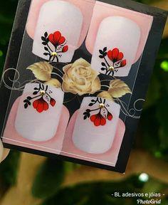 Tulipa anda reinando aqui, rs 😍😍👏 . . . . . #adesivosartesanais #adesivos #nailsarts #nails #pedrinhas #pedraria #unhas #decoracao #esmaltes Bling Nails, Nail Stickers, Manicure, Nail Designs, Alice, Kawaii, How To Make, Nail Jewels, Feet Nails