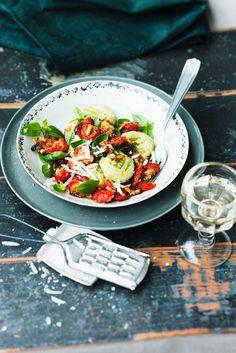 Grüne Gnocchi mit gebackenen Tomaten - smarter - Zeit: 45 Min. | eatsmarter.de