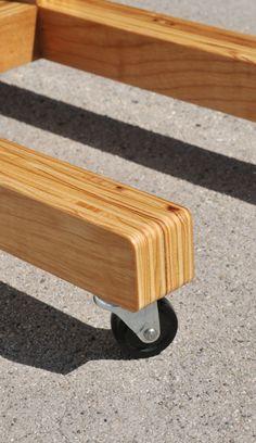La geometría de la mano de la tabla C permite la superficie extender sobre su sofá o asiento, haciéndolo fácil guardar bebidas, libros o un ordenador portátil cómodo alcance. Puede equiparse con ruedas (mostradas) como una opción para el movimiento más fácil. Dimensiones: 18 W x 11 HD x 24 INCLUYE: + FSC certificada la madera contrachapada del abedul + Todo natural, biodegradable y no tóxico acabados--paño húmedo fácil limpiar! Entrega local gratis o recogida en Los Ángeles! Por favor me ...