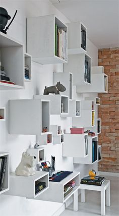 boxes bookcase - large skinny box would work great as a desk Small Space Interior Design, Interior Design Living Room, Organizing Your Home, Home Organization, Organising, Bookcase Shelves, Shelving, Cube Shelves, Built In Furniture