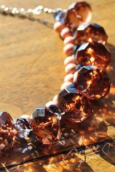 Collana realizzata a mano. Color ambra e corallo. Handmade necklace, amber and coral.