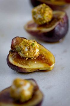 This simple and delicious tapas recipe takes only 10 minutes to make and only requires 5 ingredients! Indulge yourself and your sweetheart with these Fig, Pistachio and Honey Goat Cheese Bites and a date night in. Tapas Recipes, Fig Recipes, Appetizer Recipes, Cooking Recipes, Tapas Ideas, Crab Recipes, Party Recipes, Snacks Für Party, Snacks