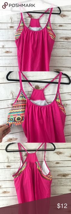 Plus size swip top hot pink plus size 5X 5X plus size Swim top in mint condition. Swim