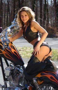 Lady Biker, Biker Girl, Motard Sexy, Chicks On Bikes, Tumbrl Girls, Motorbike Girl, Motorcycle Babe, Girl Bike, Motorcycle Jacket