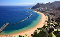 Playa de Las Teresitas - 10 Things to See and Do on Your Trip to Tenerife Holidays In May, Yoga Holidays, Tenerife Airport Disaster, La Palma Canary Islands, Balearic Islands, Best Resorts, Going On Holiday, Canario, Island Beach