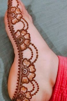 You might be looking for stunning mehndi designs to draw on for the upcoming events. Check out different beautiful and simple mehndi designs. New mendhi design Henna Hand Designs, Mehndi Designs Finger, Mehndi Designs For Kids, Floral Henna Designs, Henna Tattoo Designs Simple, Mehndi Designs Feet, Legs Mehndi Design, Mehndi Designs Book, Latest Bridal Mehndi Designs