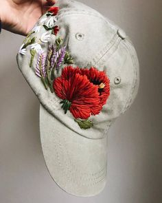 Ribbon Embroidery Flowers by Hand - Embroidery Patterns Hat Embroidery, Paper Embroidery, Learn Embroidery, Silk Ribbon Embroidery, Floral Embroidery, Embroidery Stitches, Embroidery Patterns, Bone Bordado, Diy Mode