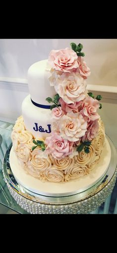 Our beautiful and delicious wedding cake!