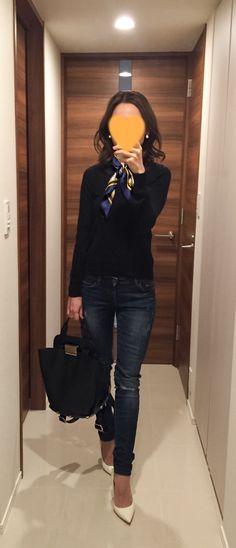 Navy sweater: Drawer, Skinnies: ZARA, Bag: ZAC Zac Posen, White heels: Jimmy Choo