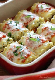 C'est la journée nationale de la lasagne… tout pour nous donner faim! Pour vous aider à célébrer, nous avons parcouru le Web pour vous dénicher 12 recettes appétissantes de lasagne (en anglais). Vous n'avez pas de plat à lasagne? Pas de problème : nous en avons pour tous les budgets! Voyez notre collection complète ici. Ça ouvre l'appétit, n'est-ce pas? 1. Rouleaux de lasagne au fromage et au zucchini Zucchini, ricotta et parmesan se cachent dans ces rouleaux de lasagne, qui sont ensuite…