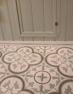 Floor tiles from ulfven Painting Tile Floors, Painted Floors, Mosaic Del Sur, Encaustic Tile, House Tiles, Floor Art, Hexagon Tiles, Paint Effects, Floor Patterns