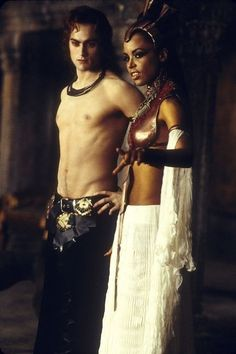 Still of Aaliyah and Stuart Townsend in Queen of the Damned (2002)