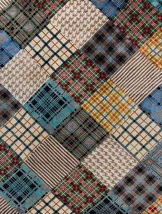 Das Patchwork-Design des Manshu Scot kombiniert unterschiedlichste Elemente aus der Textilbranche zum unverwechselbaren Designerteppich. Berühmte Stoffmuster wie der Hahnentritt oder diverse Schottenmuster prägen den Look dieses Patchwork-Teppichs.