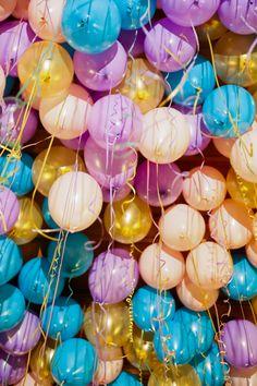 New Birthday Balloons Photography Children Ideas Ballons Fotografie, Birthday Balloons, Birthday Parties, Hamburg Guide, Happy Birthday Wallpaper, Balloons Photography, Balloon Installation, Festa Party, Red Balloon
