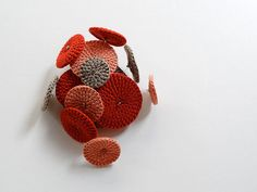 pétalas | pregadeira pétalas | 2011 | perdi o fio à meada ® | By: vera joão | Flickr - Photo Sharing!