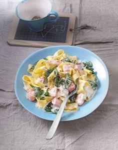 Bandnudeln mit frischem Spinat und Lachs -  lecker und gesund mit frischen Zutaten