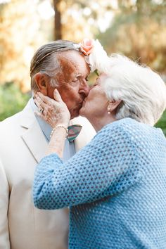 Photographer and granddaughter, Shayna San Nicolas, photographed her grandparents for their 61 anniversary. The shoot included a beautiful floral crown and mementos from their marriage. Country Couples, Old Couples, Old Couple Photography, Couple Posing, Couple Photos, Anniversary Pictures, Cute N Country, Still In Love, Old Love