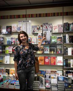 Auch in dem schönen Buchhandel 'der Gerblinger' in Friedberger wartet mein Buch BLUTFÖHRE auf Euch!  Holt es Euch!   #roman #buch #bücherliebe #Books #selfpub #münchen #Herbst #munich #mpfund #photography #autumn #autor #onmyway #friedberg #leseherbst  #buchhandlung #mittelalter #bookaddicted #storytelling  #writersofig #lesenswert