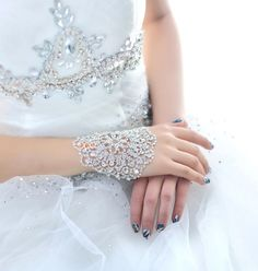 Exaggerated Hand Chain/Armband