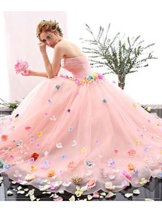 2018 Long Sleeve Gold Prom Dresses,Long Evening Dresses,Prom Dresses On Sale Want a glamorous red carpet look for a fraction of the price? Quinceanera Dresses, Prom Dresses, Formal Dresses, Wedding Dresses, Quinceanera Party, Tulle Wedding, Floral Wedding, Retro Prom Dress, Beautiful Gowns