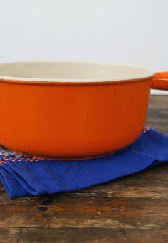 Oranje gietijzeren steel- fonduepan van Le Creuset maat 22