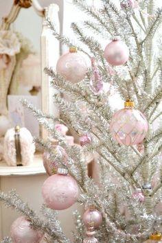 Cute Shabby Chic Christmas Ornaments Ideas For Your Home 33 - Decoralink Shabby Chic Christmas Decorations, Elegant Christmas Decor, Pink Christmas Tree, Whimsical Christmas, Victorian Christmas, Christmas Colors, Vintage Christmas, Christmas Bulbs, Holiday Decor