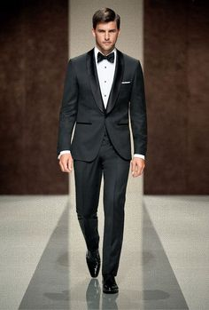 Classic tux style for Groom