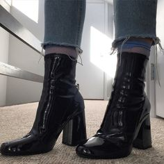 Find images and videos about fashion, grunge and outfit on We Heart It - the app to get lost in what you love. Sock Shoes, Cute Shoes, Me Too Shoes, Estilo Jeans, High Heels, Shoes Heels, Dream Shoes, Mode Outfits, Looks Cool