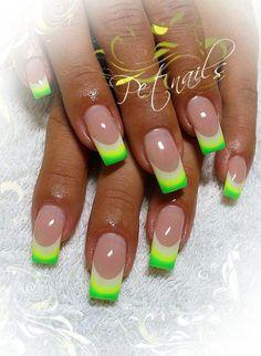Uñas verde blanco amarillo