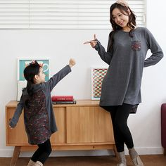 Long Top with Printed PanelsFun and comfy contrast stitch kids leggings. With elastic waistband, high waist, and stretch slim fit. Best paired with a cream hoodie and pale blue sneakers. Stylenanda Fashion, Blue Sneakers, Fashion Lookbook, Long Tops, High Waist, Normcore, Leggings, Slim, Hoodies