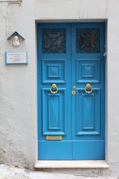 The bluedoor  by Canon EOS 650D with Picture Style (Standard)