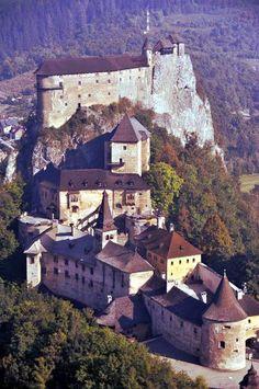 Love this castle Castle Ruins, Castle House, Medieval Castle, Bratislava, Beautiful Castles, Beautiful Buildings, Beautiful Places, Places To Travel, Places To See
