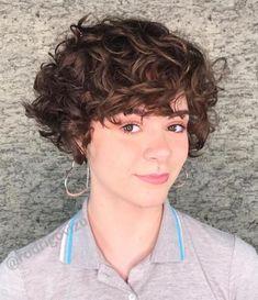 Amateur Brünette lockiges Haar
