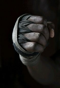 Improve your Muay Thai workouts with better training routines and drills. List of Muay Thai exercises to take your fighting to the next level Mma, Jiu Jitsu, Karate, K1 Kickboxing, Boxe Fight, Muay Thai Workouts, Sport Studio, Bodybuilding, Mixed Martial Arts