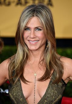 Jennifer Aniston New Haircut will be our topic in this text today. The new haircut of Jennifer Anniston is really fantastic. Jennifer Aniston Style, Jennifer Aniston Joven, Jennifer Aniston Fotos, Peinados Jennifer Aniston, Jeniffer Aniston, Jennifer Aniston Pictures, Jennifer Aniston Smoking, Chanel Long Bob, John Aniston