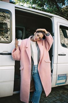 Absolutely love an oversized pink coat for winter. Love the casual styling with denim and a simple white tee and blazer.