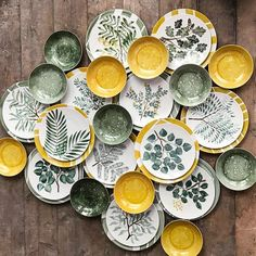 This is what the complete set looks like. Ceramic Plates, Ceramic Pottery, Pottery Art, Decorative Plates, Pottery Painting Designs, Pottery Designs, Ceramic Painting, Ceramic Art, Keramik Design