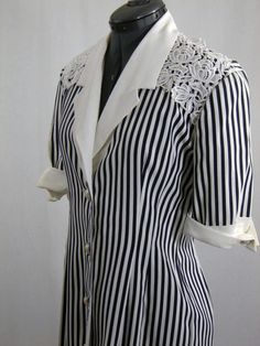 Vintage 70s 80s Black & White Lace Trimmed Rayon Wiggle Secretary Dress B 36