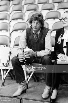 Barry Manilow 1983 | Barry Manilow during rehearsals for his concert at the Bay Front Arena ...