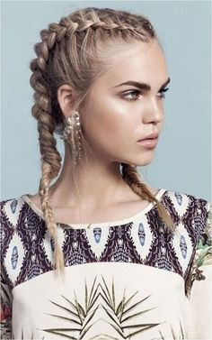 20 Ways to Pull off a Pull Through Braid   Her Hair   Pinterest     Franz    sischer Zopf ist leicht zu flechten     DIY Anleitung         Trend  Frisuren   Haarmodelle