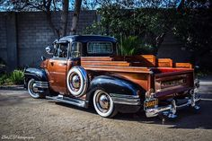 WOW!! Gmc Pickup, Pickup Trucks, Gmc Trucks, Land Rover Defender, Classic Chevy Trucks, 1950s Chevy Truck, Cool Trucks, Hot Rod Trucks, Truck Bed Rails