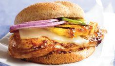: Dank seiner knusprigen Hähnchenbrust und der frischen Ananas bietet dieser Cheeseburger viel Geschmack, aber verhältnismäßig wenig Kalorien. Die perfekte Kombination also, um ganz schnell abzunehmen